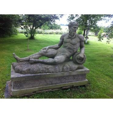 Ancienne statue en grès  PN011