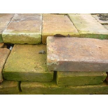 Briques anciennes en terre cuite